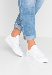 Nike Sportswear - BLAZER - Baskets basses - white - 0