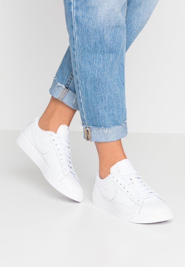 BLAZER - Baskets basses - white
