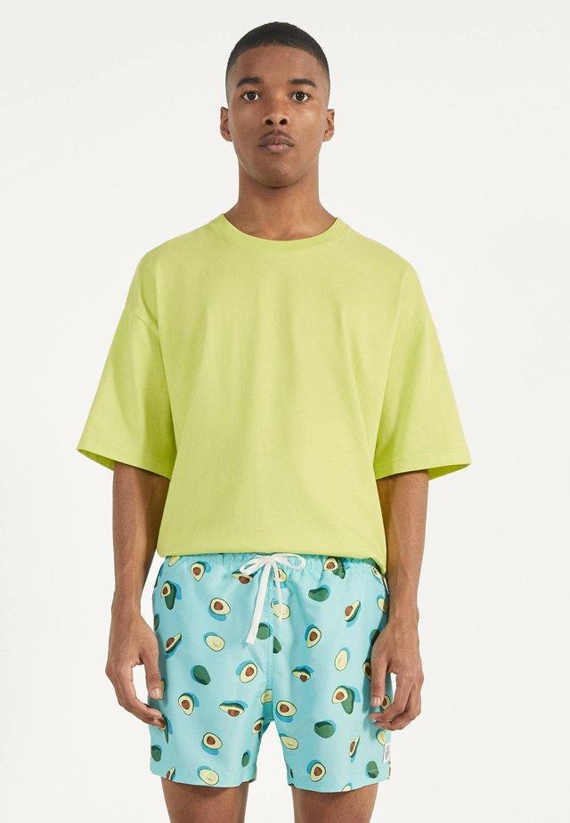 MIT PRINT - Swimming shorts - light blue