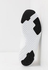 Nike Performance - RENEW IN-SEASON TR 9 - Kuntoilukengät - stone mauve/black metallic/red bronze/barely rose/white/metallic silver - 4