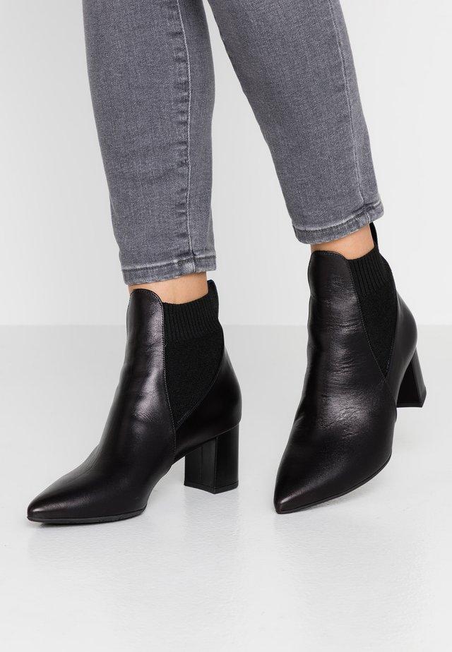 BERNARDA - Classic ankle boots - schwarz