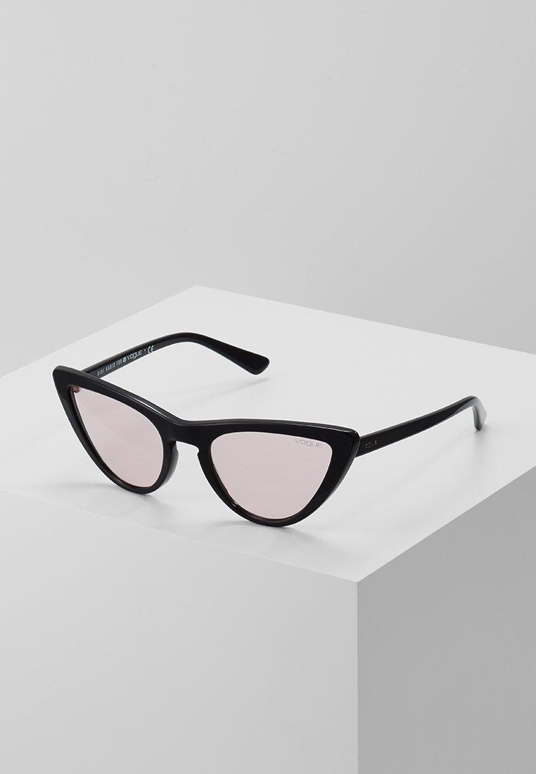 VOGUE Eyewear - GIGI HADID - Solbriller - black/pink