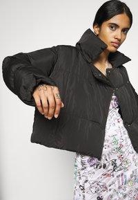NA-KD - JASMIN AZIZAM PUFFER JACKET - Winter jacket - black - 3