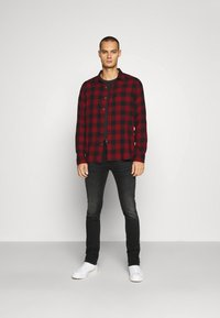 Abercrombie & Fitch - DRAPEY  - Skjorta - red ombre - 1