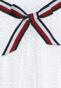 Tommy Hilfiger - STRIPE DRESS  - Sukienka koktajlowa - white - 2