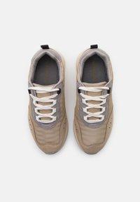 Vero Moda - VMNINO  - Sneakersy niskie - nude - 5