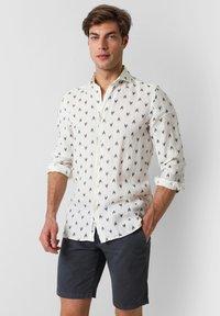 Scalpers - Shirt - navy - 0