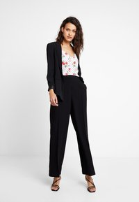 Selected Femme - SLFTINNI WIDE PANT - Bukse - black - 1