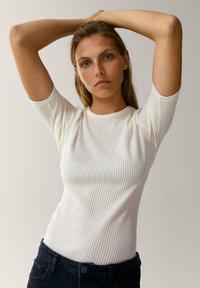 Massimo Dutti - CREW NECK - T-shirt basic - white - 0