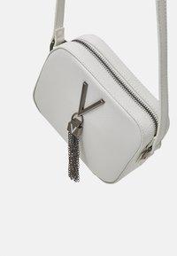 Valentino Bags - DIVINA - Across body bag - bianco - 3