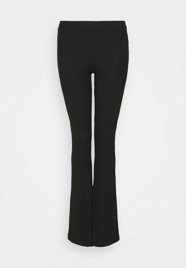 ONLNELLA FLARED PANT - Tygbyxor - black