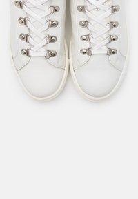 Les Tropéziennes par M Belarbi - LOAM - Sneakersy niskie - blanc - 4