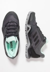 adidas Performance - TERREX AX3 - Obuwie hikingowe - grey five/clear black/clear mint - 1
