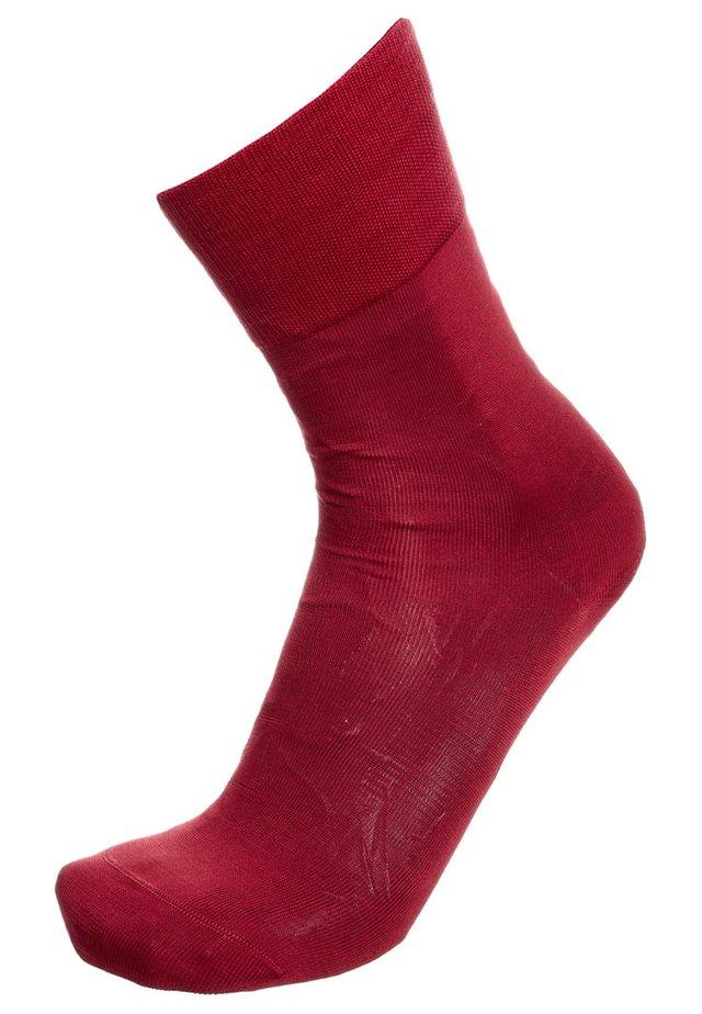 TIAGO - Socks - scarlet
