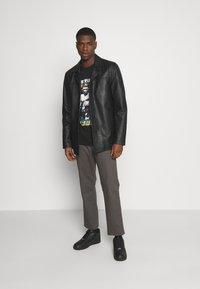 Nominal - MIKE TYSON TEE - Print T-shirt - black - 1