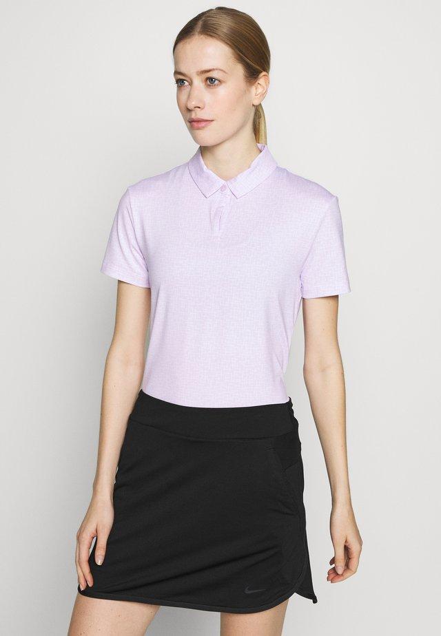 NIKE DRI-FIT UV GOLF-POLOSHIRT MIT PRINT FUR DAMEN - Sports shirt - barely grape