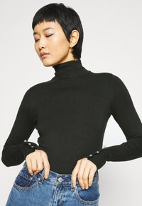 Dorothy Perkins - SUSTAINABLE PEARL BUTTON CUFF ROLL NECK JUMPER - Jumper - forest - 3
