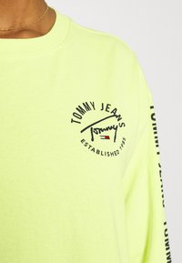 Tommy Jeans - LOGO TAPE TEE DRESS - Day dress - faded lime/multi - 5