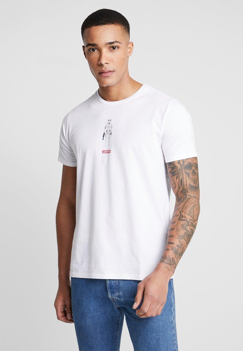 Levi's® - LEVI'S® X STAR WARS GRAPHIC - Print T-shirt - stormtrooper white