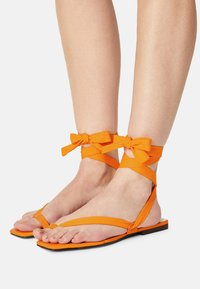 Who What Wear - BROOKE - T-bar sandals - radient yellow - 0