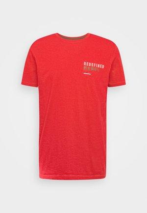 BEAST TEE - Print T-shirt - high risk red