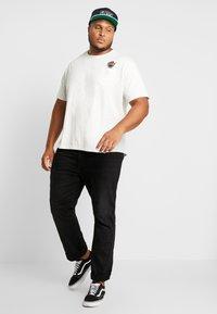 Jack´s Sportswear - CHEEKY POCKET TEE - Print T-shirt - off white - 1
