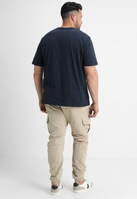 Urban Classics - Cargo trousers - sand - 2