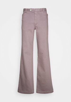 JAYDEN TROUSERS - Široké džíny - zink grey