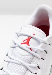 Nike Golf - Golfskor - white/fire red/cement grey - 5