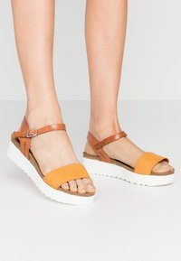 Grand Step Shoes - EDEN - Platform sandals - whiskey/sun - 0