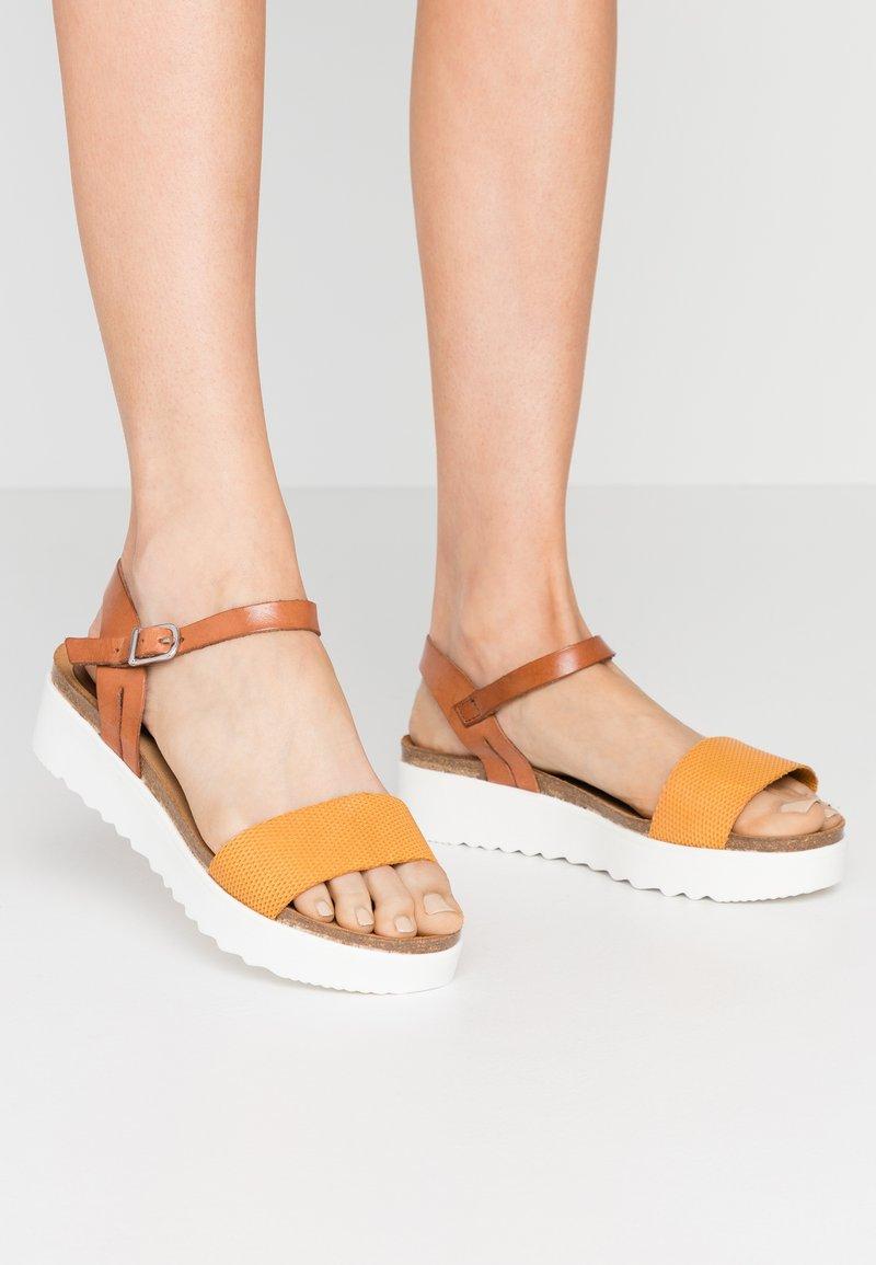 Grand Step Shoes - EDEN - Platform sandals - whiskey/sun