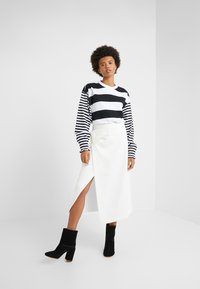 Opening Ceremony - CROPPED STRIPE - Long sleeved top - black/white - 1
