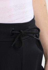 ONLY Play - ONPBAE TRAINING PANTS - Pantalones deportivos - black - 3