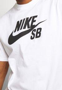 Nike SB - LOGO UNISEX - Printtipaita - white/black - 5