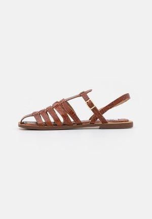 SUKI - Sandaalit nilkkaremmillä - tawny