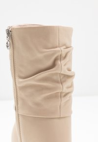 Tamaris - Classic ankle boots - ivory - 2