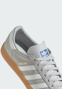 adidas Originals - MUNCHEN - Matalavartiset tennarit - grey - 7