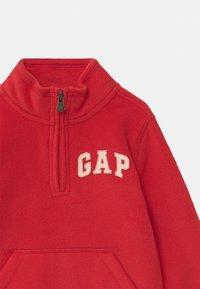 GAP - TODDLER BOY MOCK - Fleece trui - pure red - 2