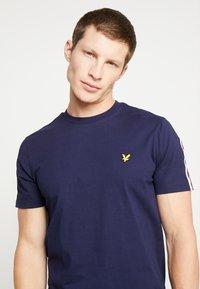Lyle & Scott - TAPED T-SHIRT - Basic T-shirt - navy - 3