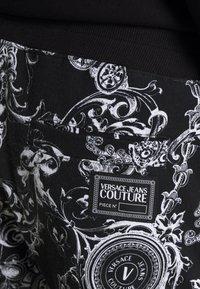 Versace Jeans Couture - BRUSHED PRINT REGALIA BAROQUE - Verryttelyhousut - nero - 9