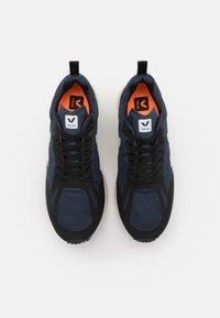 Veja - CONDOR 2 - Chaussures de running neutres - nautico/pierre/black - 3