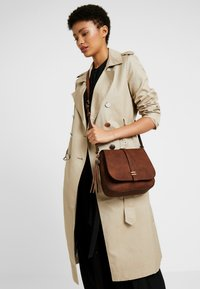 Anna Field - Bandolera - brown - 1
