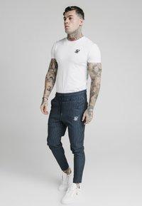 SIKSILK - SMART JOGGER PANT - Pantaloni - navy/grey - 1