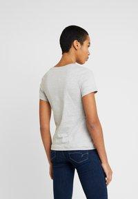 Calvin Klein Jeans - EMBROIDERY SLIM TEE - Camiseta básica - light grey heather - 2