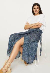 OYSHO - LILAC FLORAL SARONG SKIRT - A-line skirt - dark blue - 3