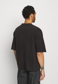 YOURTURN - UNISEX - T-shirt - bas - black - 2