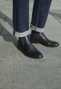 Vagabond - HARVEY - Classic ankle boots - black - 4