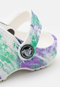 Crocs - CLASSIC OUT OF THIS WORLD - Pool slides - white/multicolor - 5