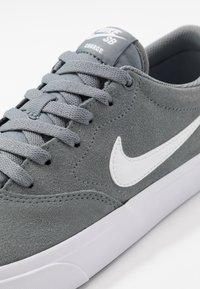 Nike SB - CHARGE - Skate shoes - cool grey/white - 5