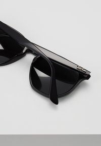 Ray-Ban - Occhiali da sole - black/green - 5